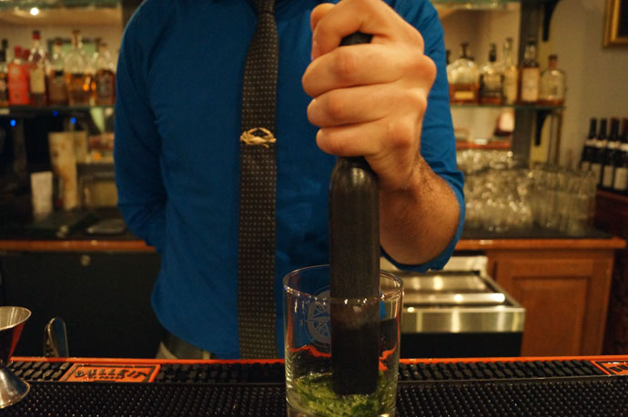 Be the Bartender: How to Make the Perfect Mint Julep in 10 E