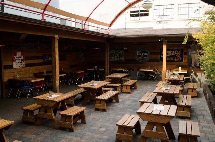 The best sunlit bar patios in portland drink portland for Patios portland oregon